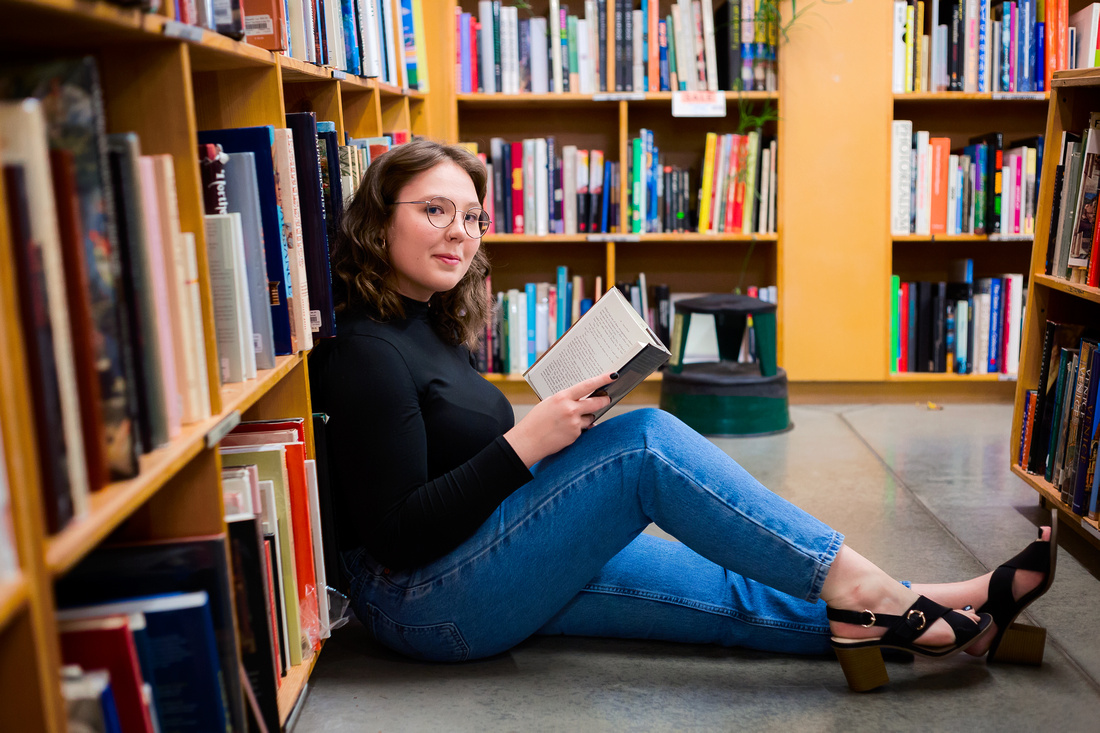Senior Portraits In the Book store